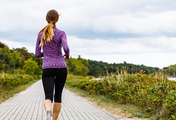 terapi Århus, kvinde på løbetur